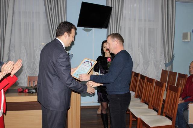 В День энергетика работников ГУПС «Севтеплоэнерго» поздравили представители исполнительной и законодательной властей города. Торжественное мероприятие состоялось в большом зале Правительства Севастополя.