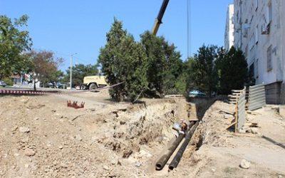 В районе жилого дома по пр. Ген. Острякова,143 ведется капитальный ремонт теплотрассы