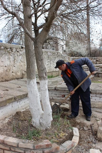«Севтеплоэнерго» благоустраивает к празднику объекты теплового хозяйства в Балаклаве