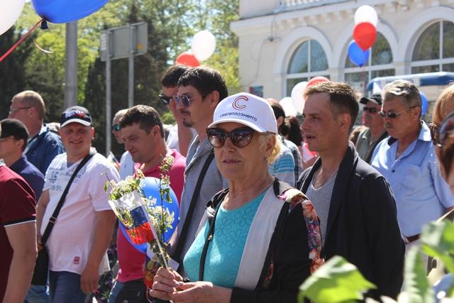 """Коллектив """"Севтеплоэнерго"""" принял участие в первомайской демонстрациии - фоторепортаж"""