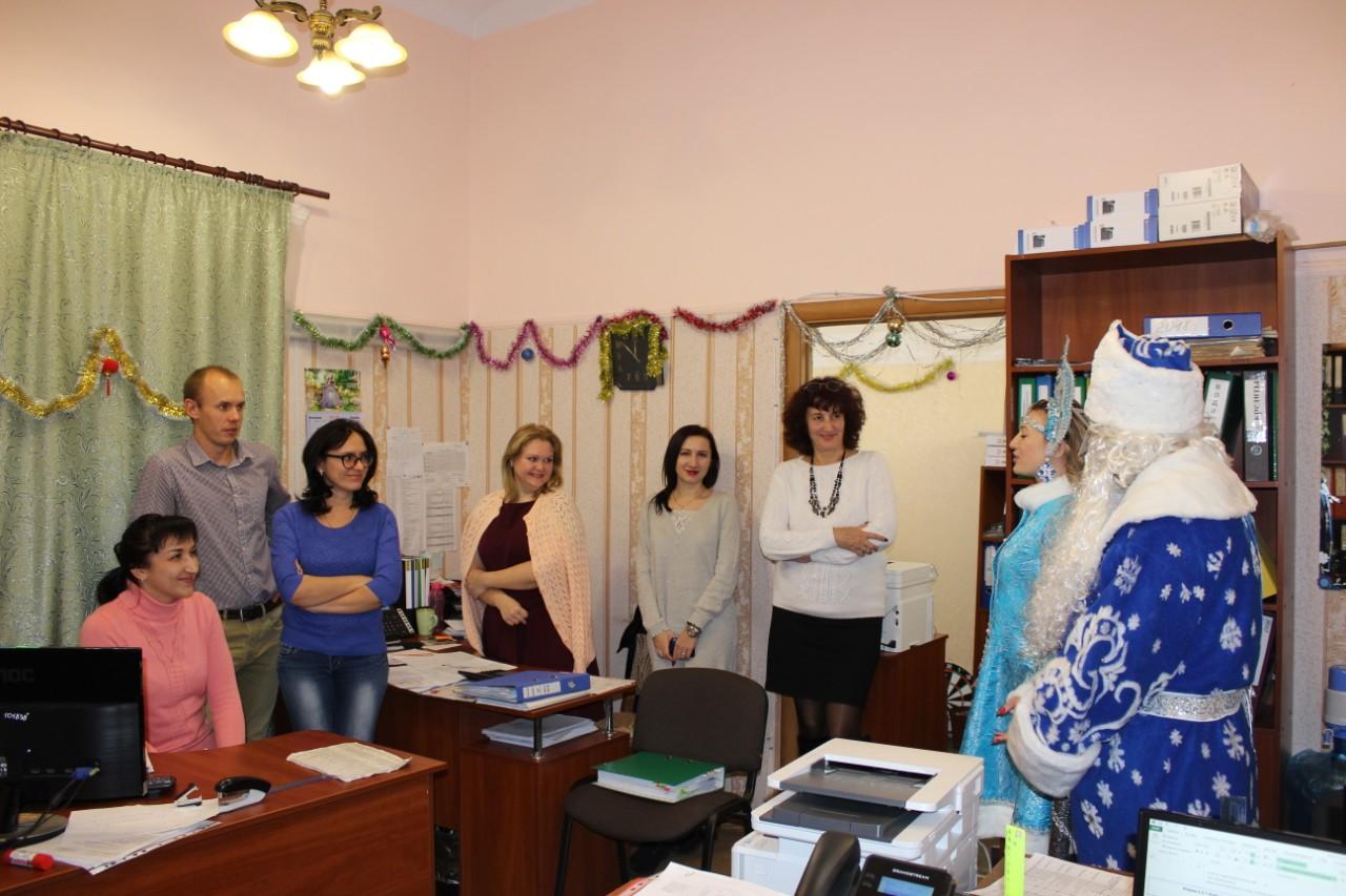 Дед Мороз и Снегурочка поздравили детей сотрудников  «Севтеплоэнерго» с Новым годом