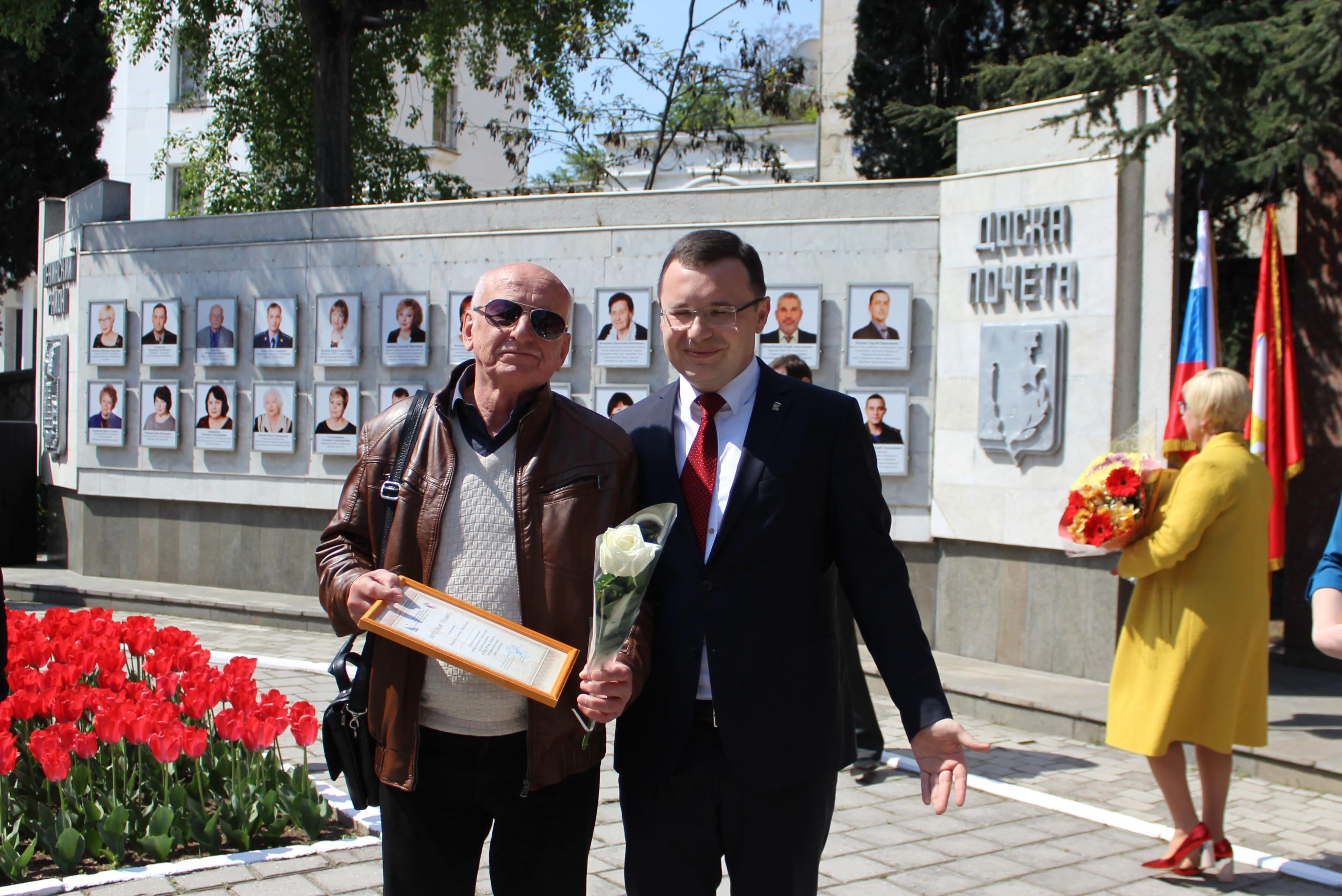 Начальник 2-го энергорайона «Севтеплоэнерго» на Доске почета Ленинского района