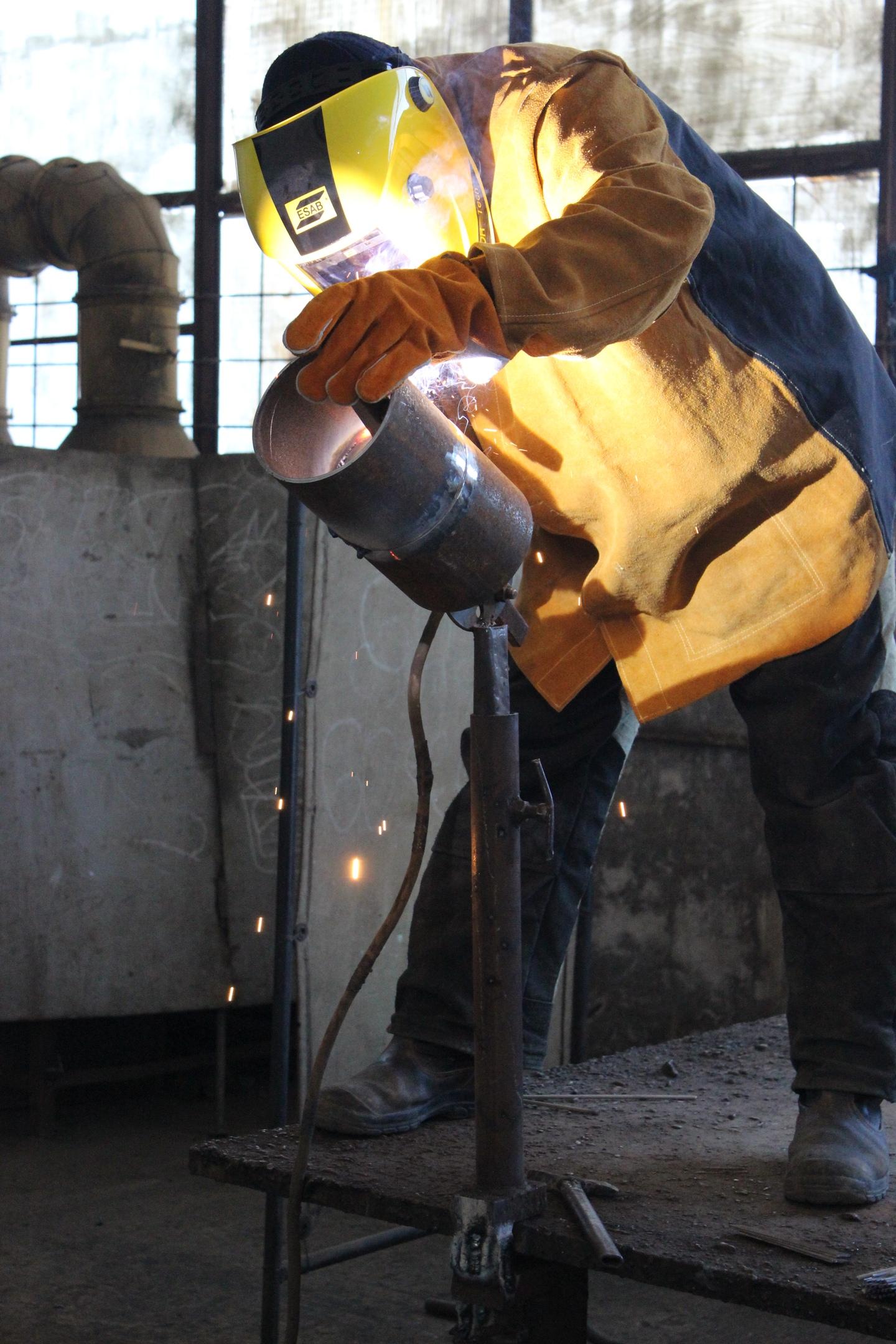 Электрогазосварщик «Севтеплоэнерго» занял 1-е место на городском конкурсе профессионального мастерства