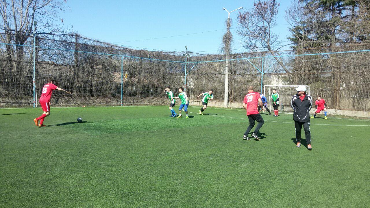 Футболисты «Севтеплоэнерго» продолжают сражаться за победу