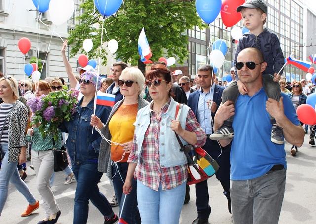 Сотрудники ГУПС «Севтеплоэнерго» приняли участие в первомайской демонстрации (фоторепортаж)