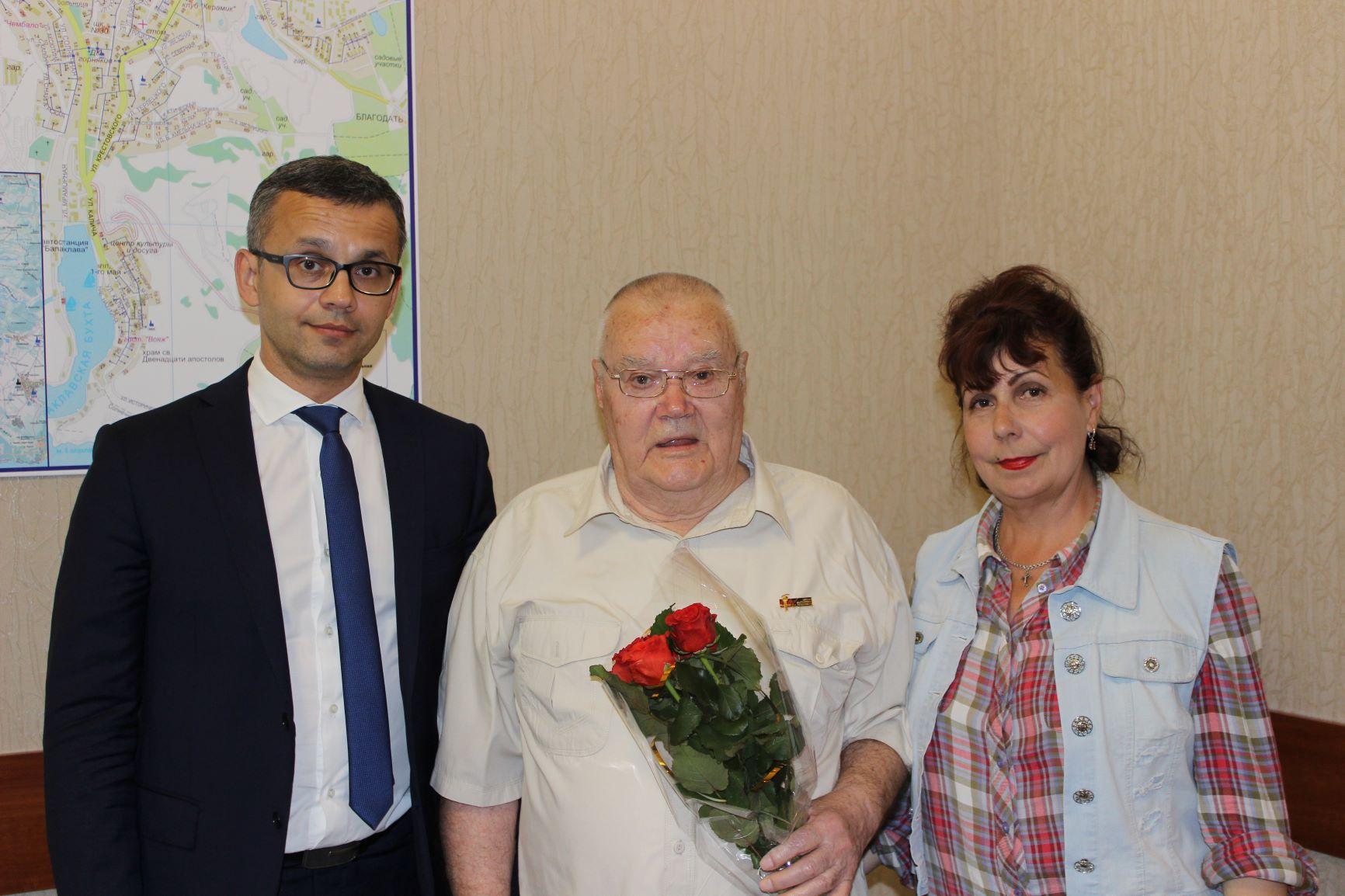 Сотрудники «Севтеплоэнерго» поздравили ветеранов с праздником Победы