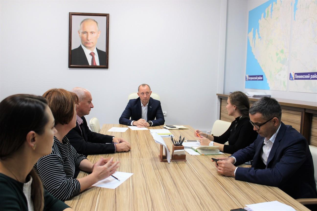 Заместитель губернатора обсудил с сотрудниками «Севтеплоэнерго» волнующие коллектив вопросы