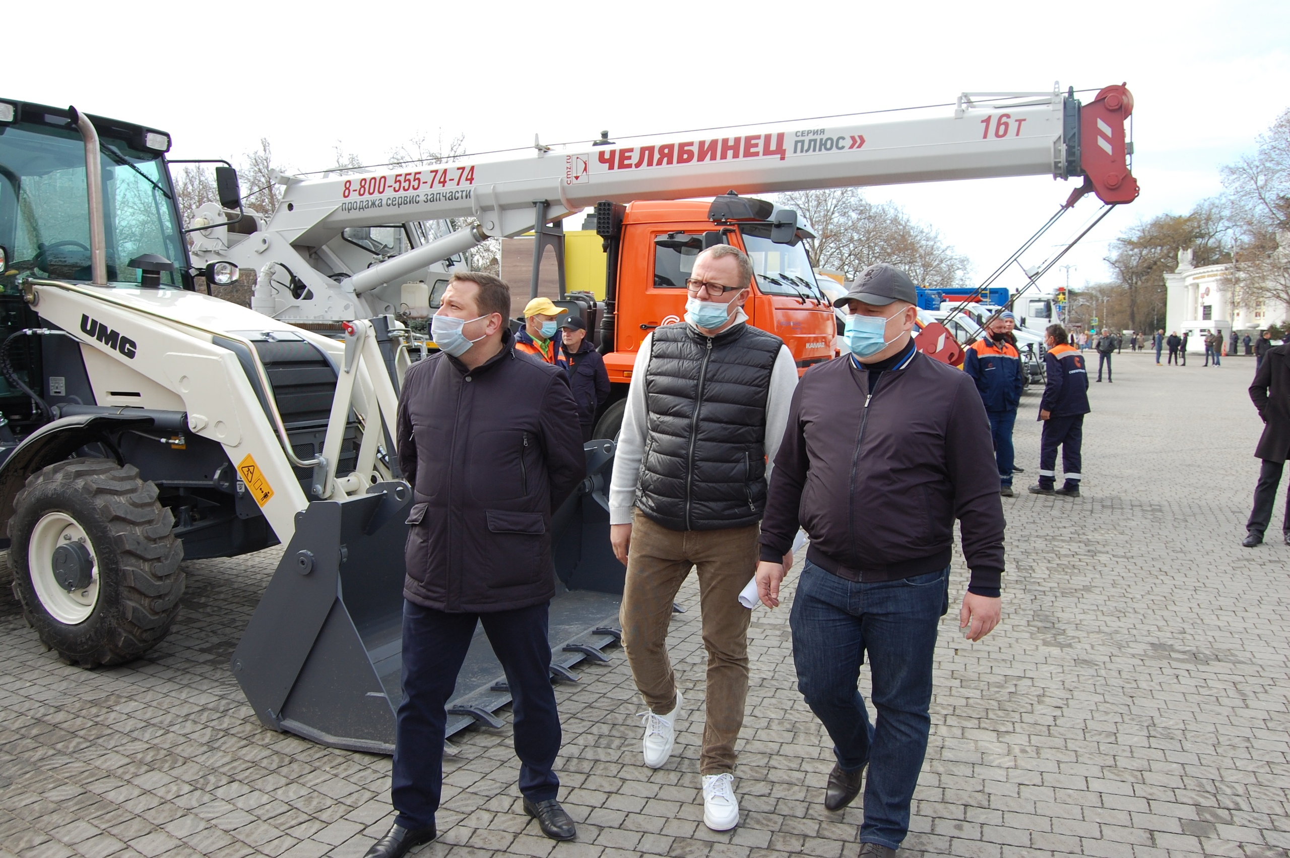 Восемь единиц новой спецтехники пополнили автопарк ГУПС «Севтеплоэнерго»