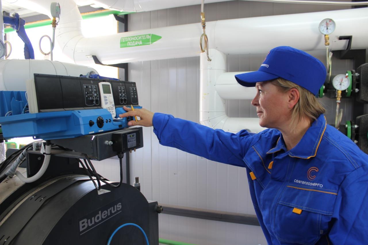 Специалисты «Севтеплоэнерго» проверяют тепловые сети на прочность
