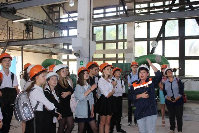 В рамках фестиваля «#ВместеЯрче» «Севтеплоэнерго» организовало для школьников экскурсию на котельную